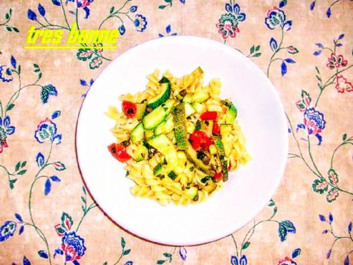 Pasta con le zucchine e capperi