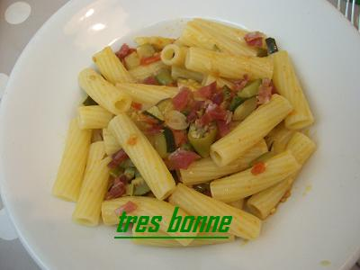 Pasta zucchine peperoni e spek