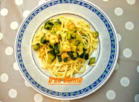 Troccoli gamberetti e zucchine in bianco