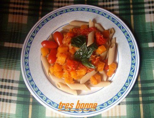 Pasta integrale con zucca e pomodoro