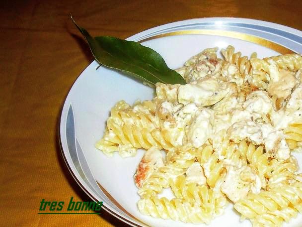 Pasta con panna e pollo