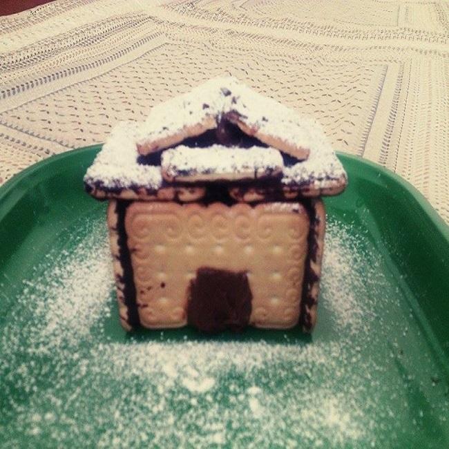 Casetta di natale con biscotti