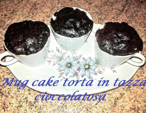 Mug cake torta in tazza cioccolatosa