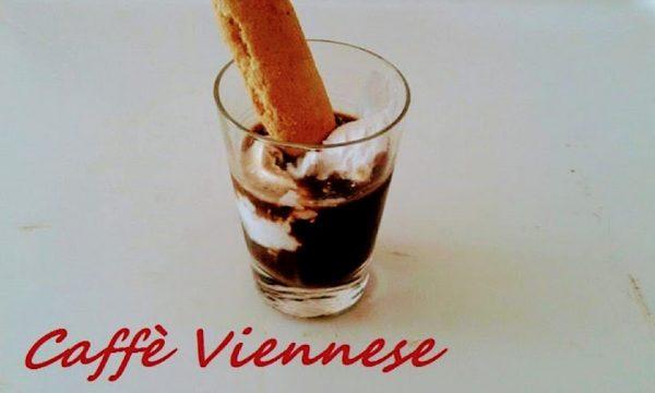Caffè Viennese freddo con il gelato come si prepara