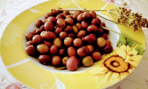 Olive in salamoia ricetta pugliese con il finocchietto selvatico