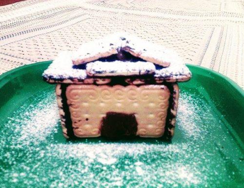 Casetta di natale con biscotti e cioccolato fondente