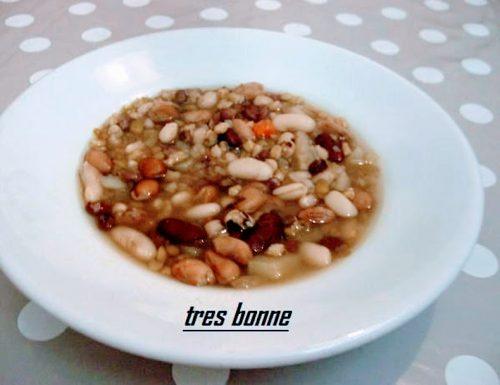 Zuppa di legumi misti con verdure
