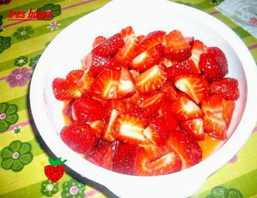 Dessert di fragole all'arancia