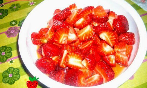 Dessert di fragole all'arancia e aceto balsamico