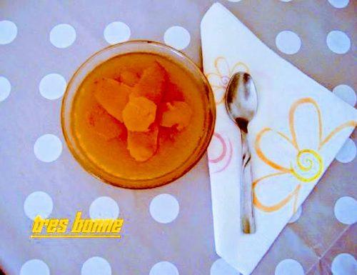 Gelatina di mele cotogne preparata con le cortecce