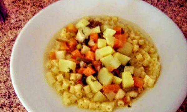 Minestrone di verdure con tritato di carne di vitello