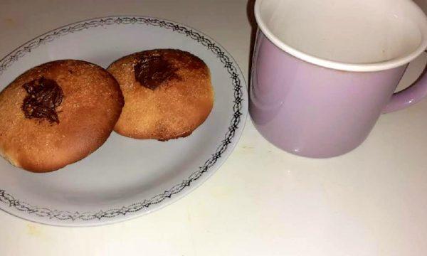 Biscotti pastarelle al cioccolato nutella per la colazione