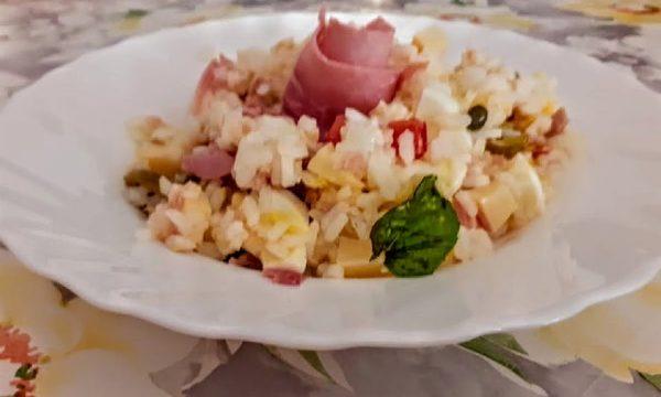 Insalata di riso fredda classica ricca ricetta di mia mamma