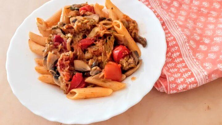 Pasta con funghi champignon e zucchine