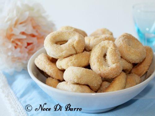 Taralli dolci al vino bianco, ricetta Noce Di Burro