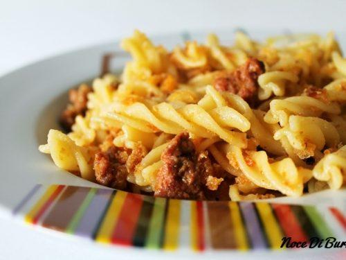 Fusilli salsiccia e mollica, ricetta Noce Di Burro
