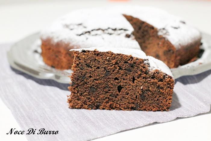 Torta al cioccolato con succo di frutta alla pera