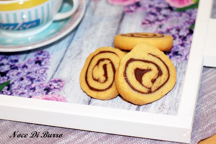 Biscotti di frolla a forma di girella alla nutella