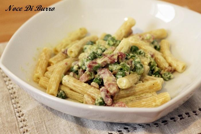Pasta piselli panna e pancetta ricetta semplice e veloce