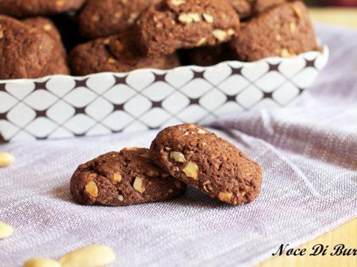 Biscotti al cioccolato con granella di mandorle