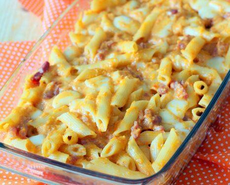Pasta con salsiccia e crema di peperoni