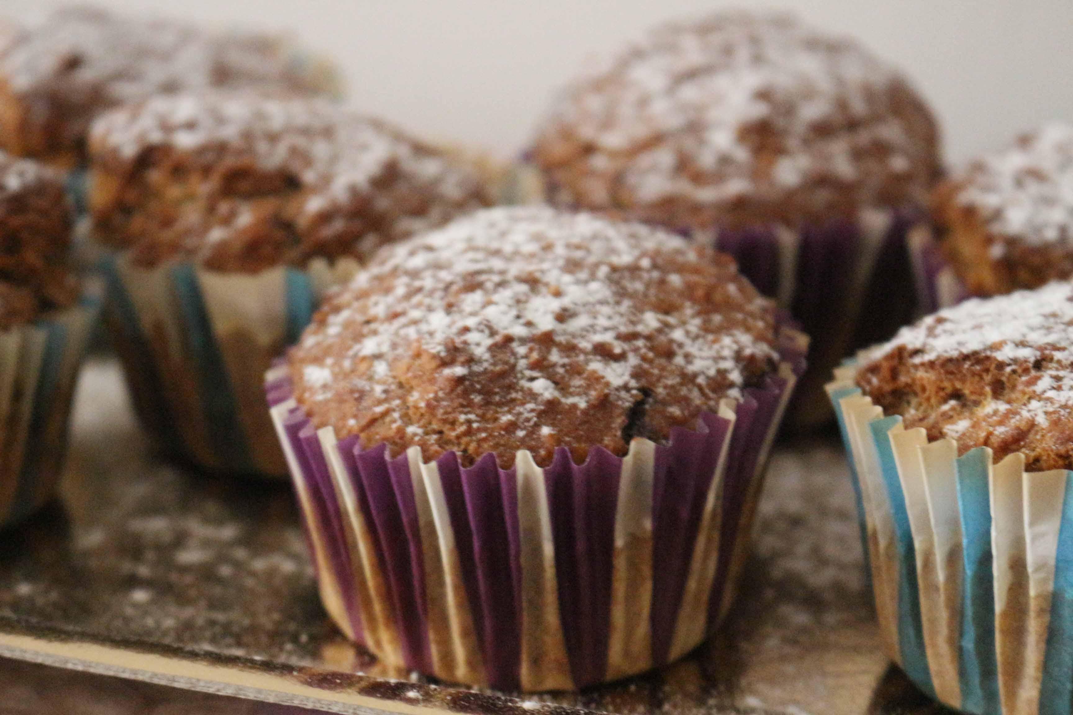Muffin con carote, mandorle e cioccolato fondente