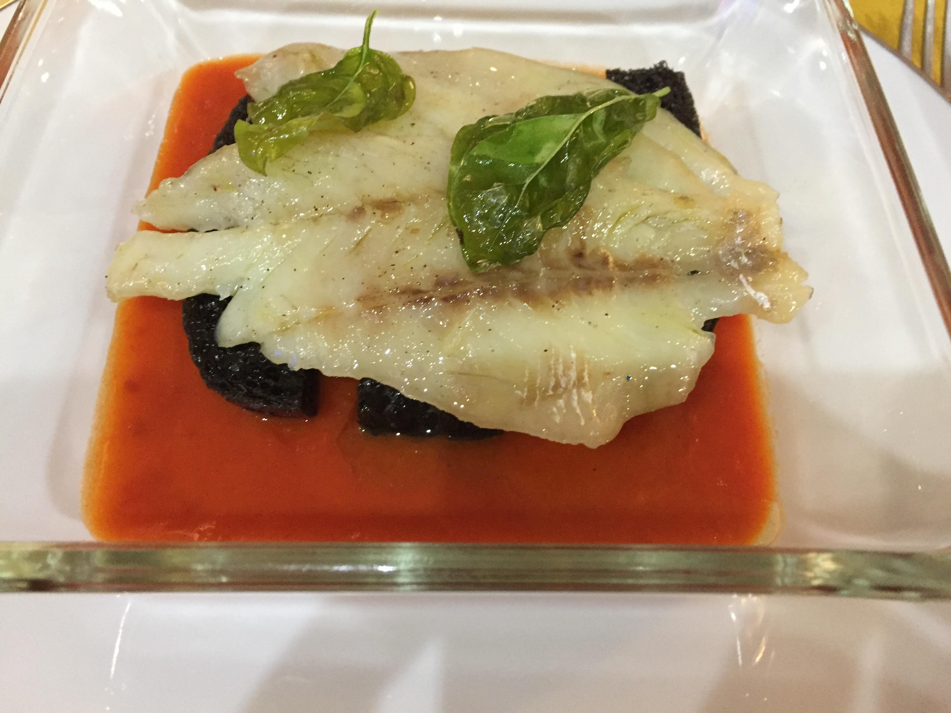 Filetto di Gallinella in salsa di pomodoro e pane al nero di seppia