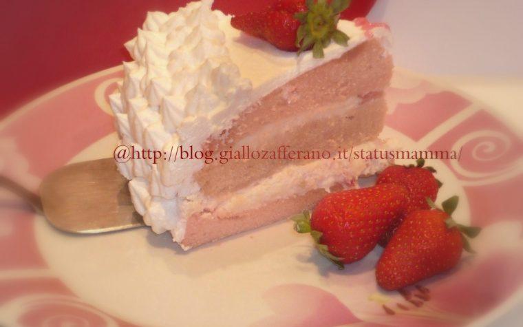 Crema chantilly di fragole per dolci al cucchiaio o decorazioni