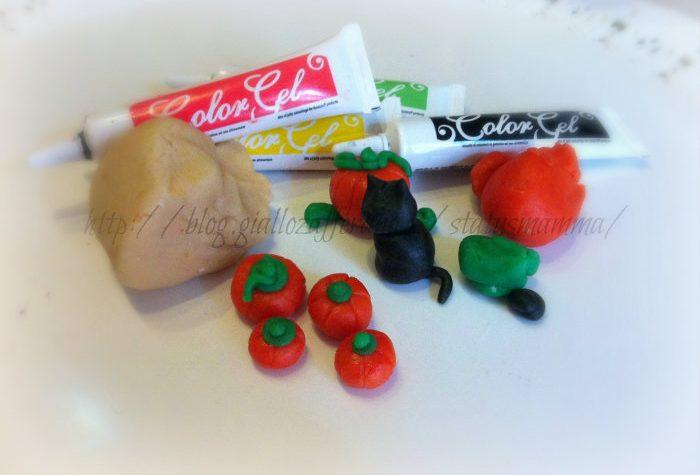 Zucche in pasta di mandorle decorazione per Halloween