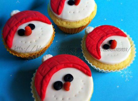Cupcake in pasta da zucchero omino di neve