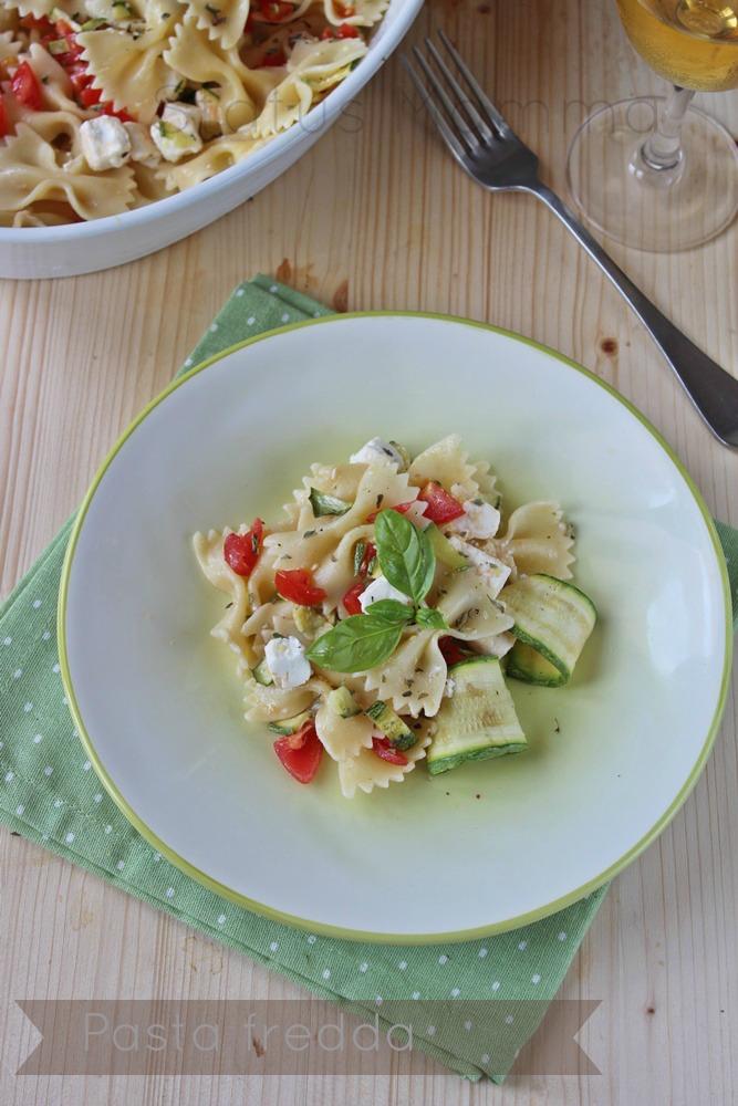 Pasta fredda farfalle pomodorini feta zucchine grigliate ricette estate blog cucinare foto tutorial blog primo freddo piatto ricetta cucinare foto tutorial semplice economico veloce