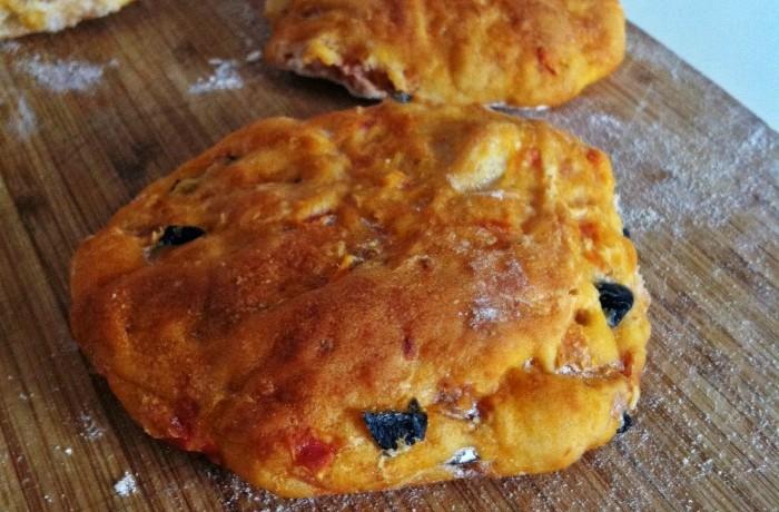 I pizzi leccesi ricetta per pane lievitato condito