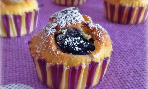 Muffin soffici all'uva con panna