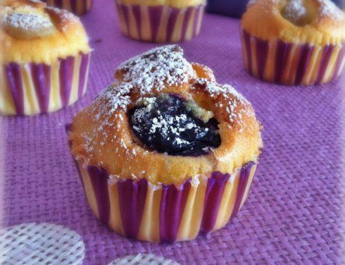 Muffin soffici all'uva con panna