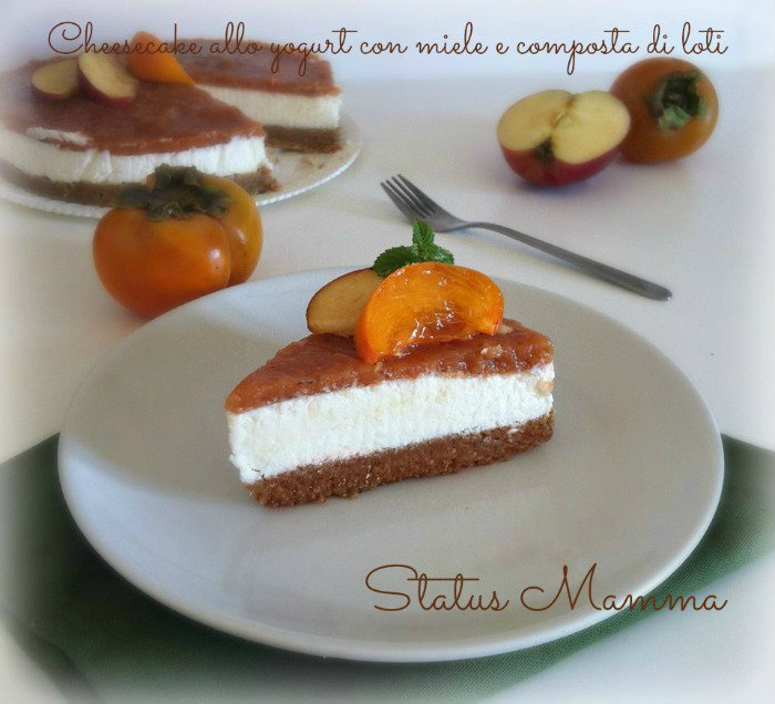 Cheesecake allo yogurt con miele e composta di loti