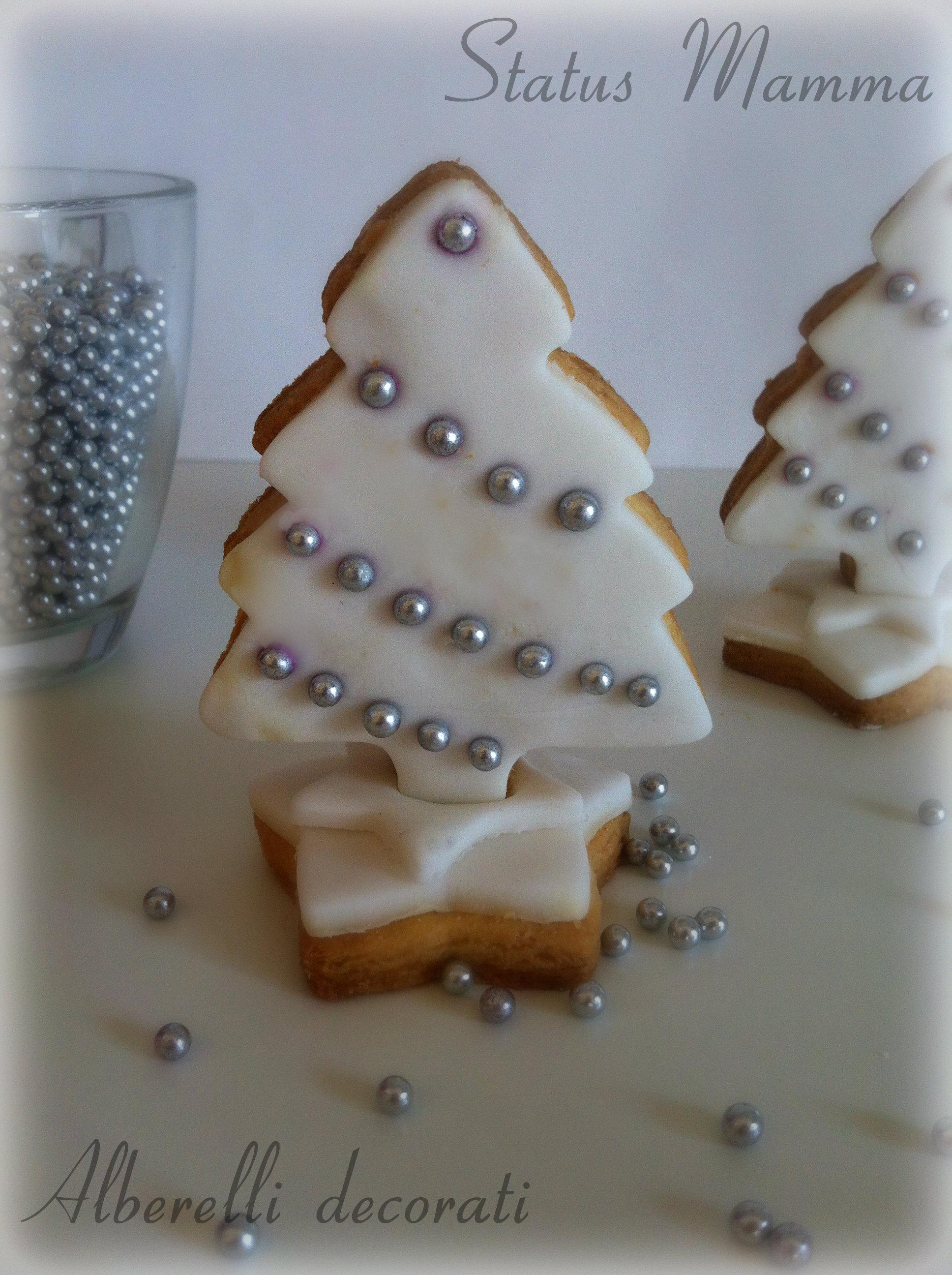 Alberelli decorati in pasta da zucchero dolci biscotti Natale Natalizio Bambini Statusmamma Giallozafferano BlogGz foto tutorial decorare bambini ricetta cucinare