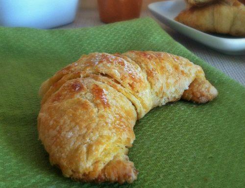 Croissant dolci lievitati con lievito madre