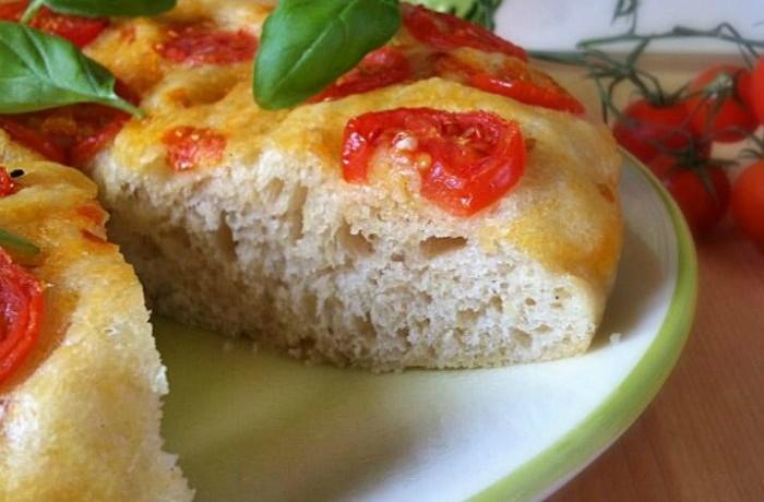 Focaccia ai pomodorini con lievito madre