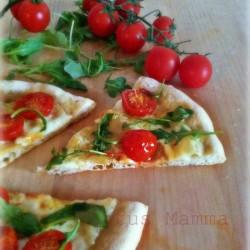 Pieghe di rinforzo pizza con pomodorini provola rucola statusmamma BlogGz Giallozafferano foto tutorial cucina ricetta foto lievito madre lievitati salati piazza