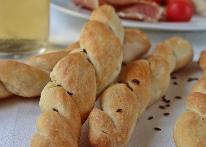 Torcetti di pane lievitato