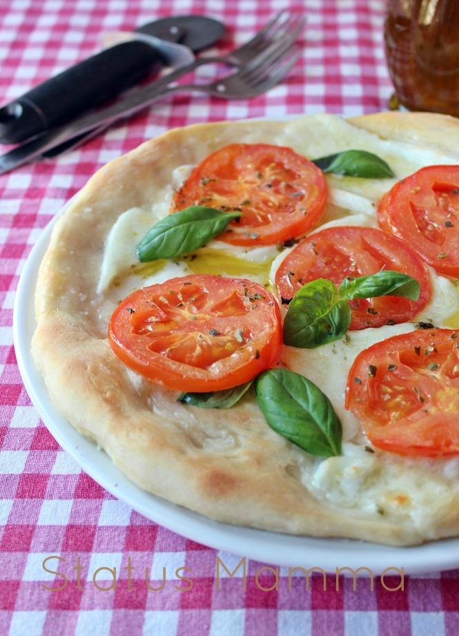 Pizza con bufala e pomodori  ricetta lievitati lievitato Statusmamma BlogGz Giallozafferano foto ricetta cucinare