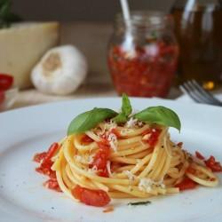 Spaghetti ai pomodori sugo freddo ricetta primo cucinare Statusmamma blogGz Giallozafferano foto blog Tutorial blogGz foto blogger