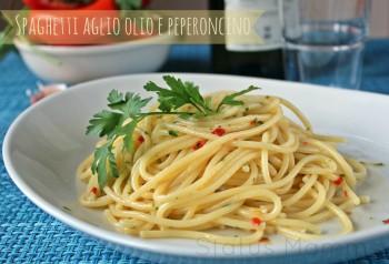 Spaghetti aglio olio e peperoncino ricetta italia partenopea semplice veloce economica Napoli italiana ricetta cucinare semplice facile