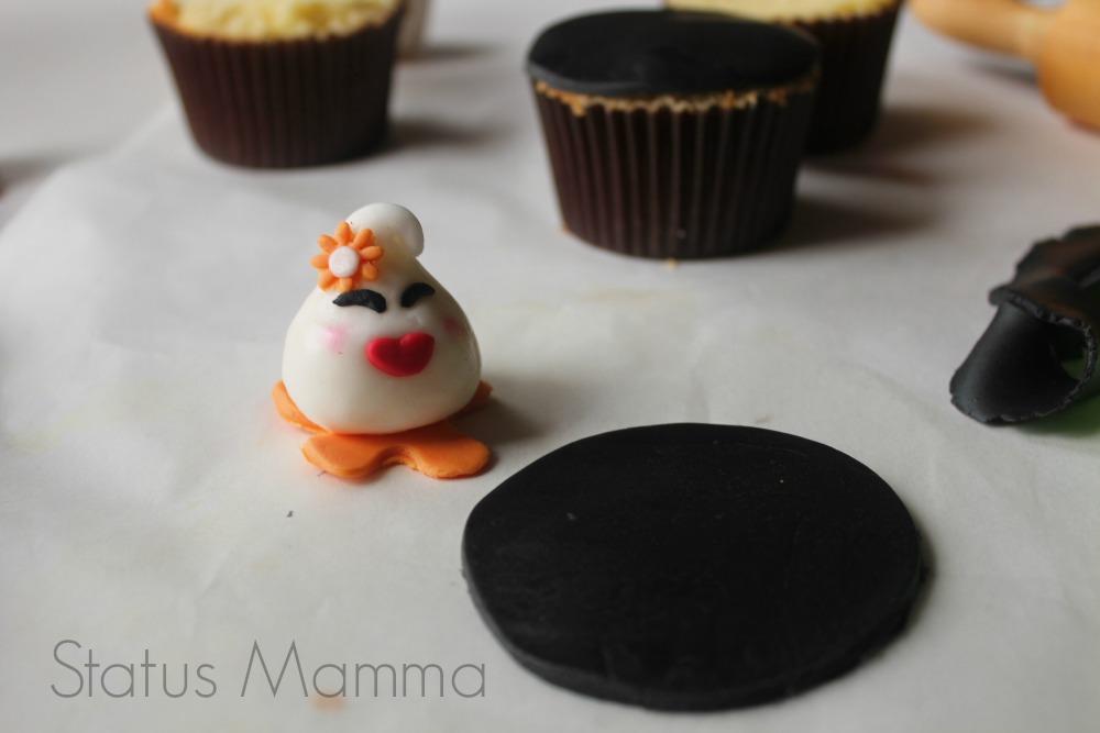 Cupcake di Halloween ricetta passo passo tutorial pasta da zucchero Giallozafferano blog Gz Statusmamma foto