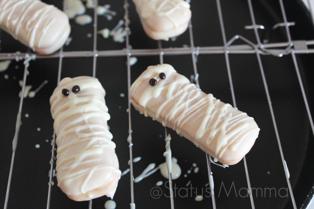 Mummie pavesini per Halloween ricetta veloce Statusmamma blogGz Giallozafferano dolci bambini buffet