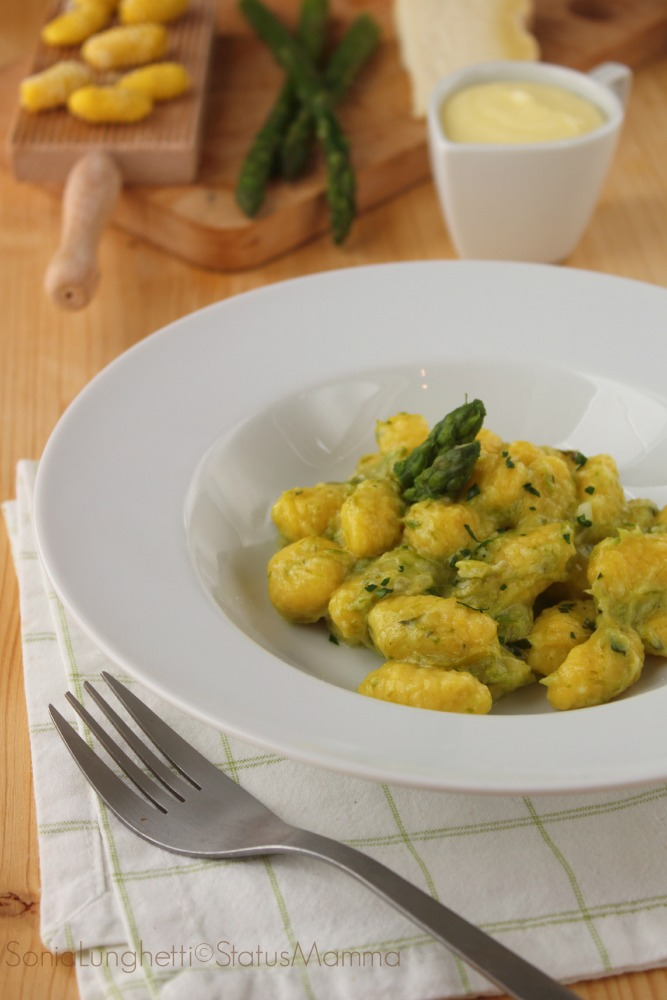 gnocchi di patate allo zafferano con crema di asparagi al ... - Come Cucinare Gli Gnocchi Di Patate