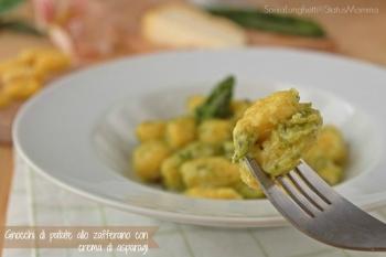 Gnocchi di patate allo zafferano e crema di asparagi al castelmagno semplice veloce buona gustosa Statusmamma giallo blogs ricetta cucinare tutorial primo