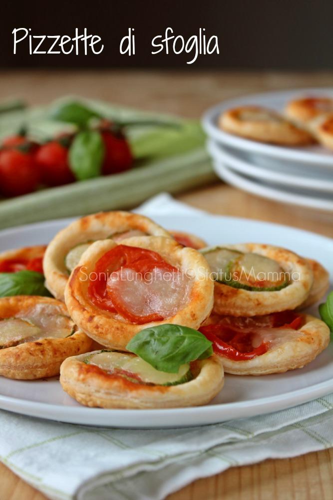 Pizzette di sfoglia sfiziose ricetta cucinare aperitivo fingerfood semplice veloce economico stuzzichino all'italiana giallozafferano Statusmamma