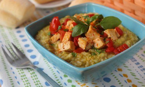 Cereali allo zafferano con pomodorini e tofu