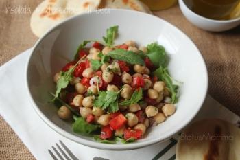 insalata semplice veloce fresca ricetta medio orentale con ceci economica legumi vegana vegetariana